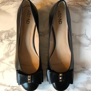 Abound Blythe Bow Pump with studs Nearly New 12